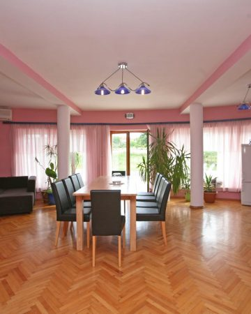 Apartment for 10 persons